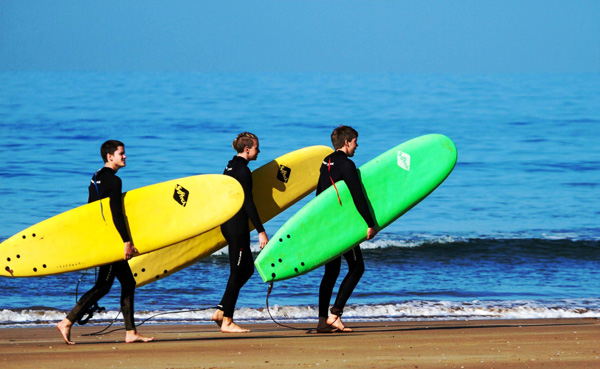 morocco surfing holidays in essaouira beach to enjoy the waves with surf team
